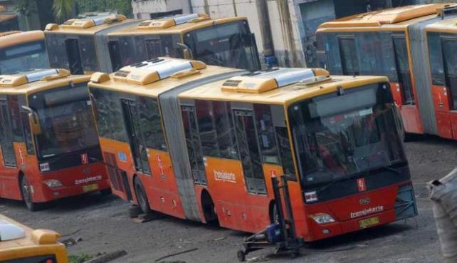 239891_bus-baru-transjakarta-bermasalah_663_382