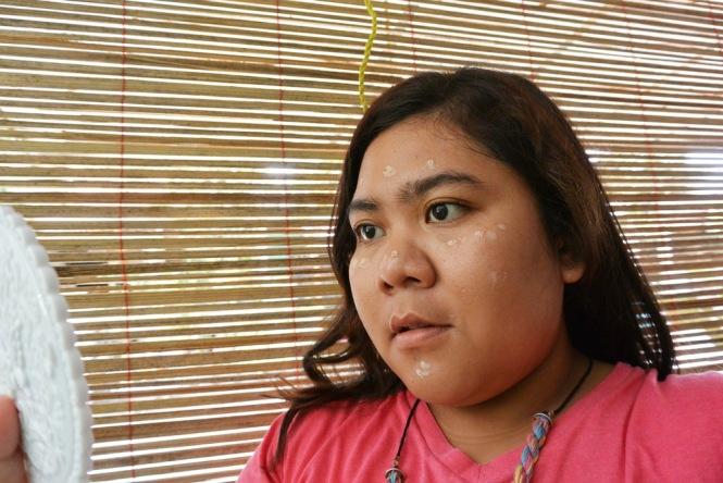 Senin Feminin_Make-Up Review_Precious Blemish Balm Cream_Swatches on face