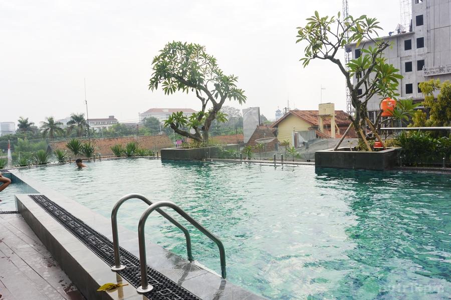 Kolam Renang Hotel Neo Malioboro - Delapankata 2