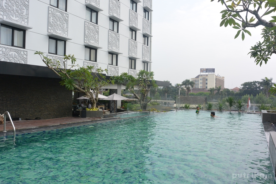 Kolam Renang Hotel Neo Malioboro - Delapankata 3